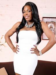Ebony tgirl Gabriella posing her gorgeous body