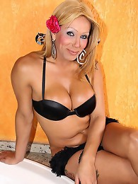 Hot blonde latin shemale babe!