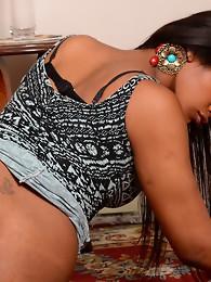 Black hotness Rihanna poses & plays