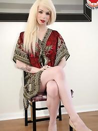 I almost didn't recognize Gina Ferrara.Va-va-va-VOOM! Now as a blonde, Gina still looks fantastic and sexy. She'll definitely prove, however