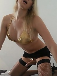 Blonde tranny Red Vex hotel room