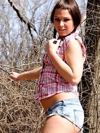 Countryside teenage tgirl posing outdoors