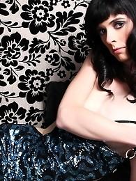 Brunette hottie Mandy exposing her amazing body