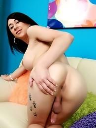 Pornstar Jezebel shows massive cock