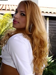 Blonde Brazilian tranny Jaqueline is all about show. She`ll show you a good cock sucking that will blow your mind (and your load)